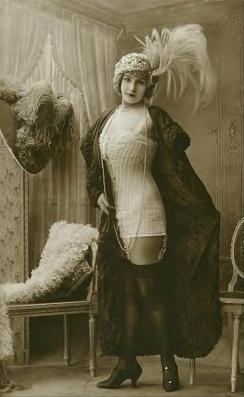 Risque-Edwardian-lady