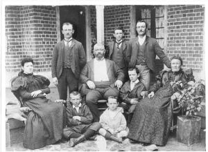 Edward McLarty and family, 1900
