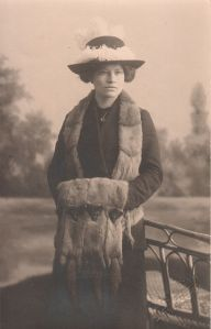 Squirrel_fur_collar_and_muff,_about_1905